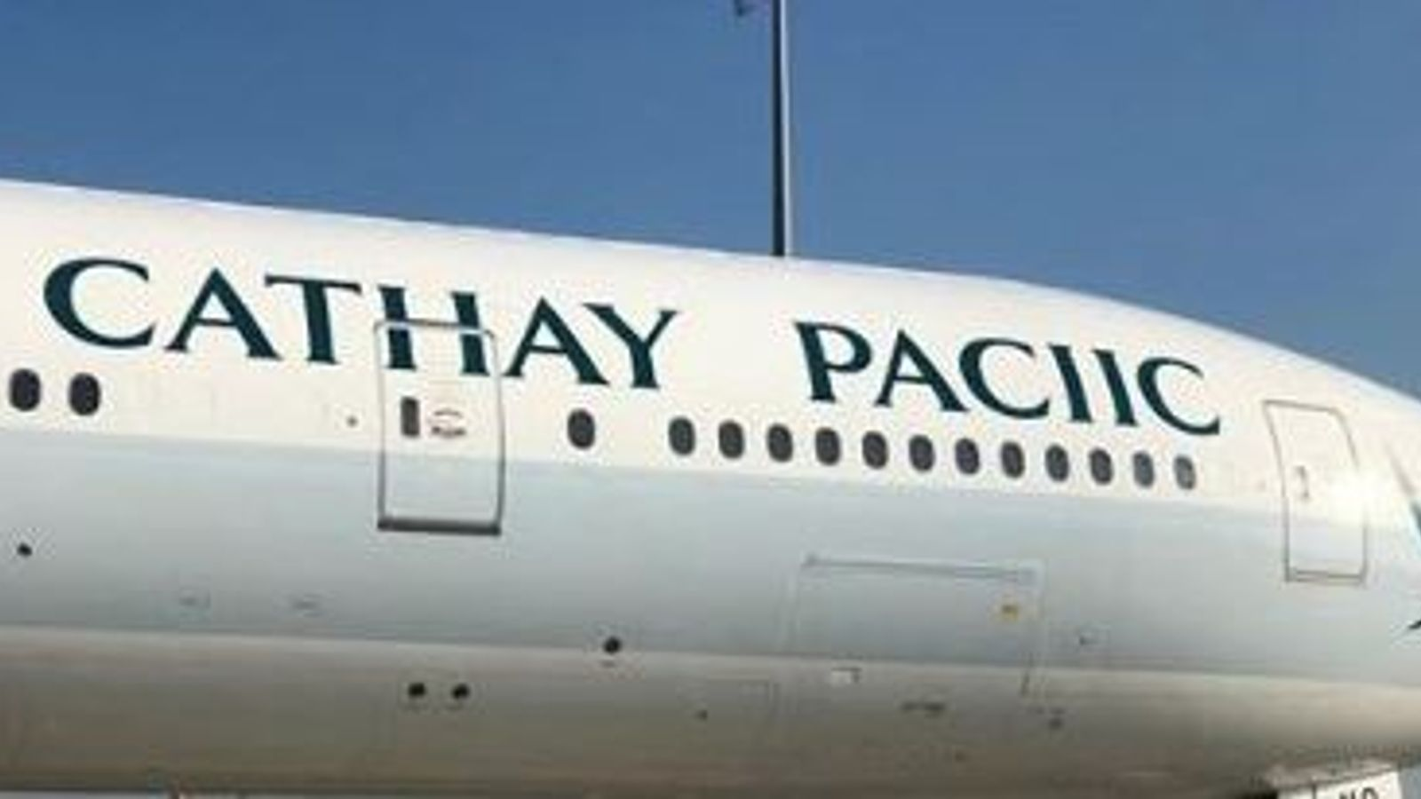 Cathay Pacific spells own name wrong on side of plane