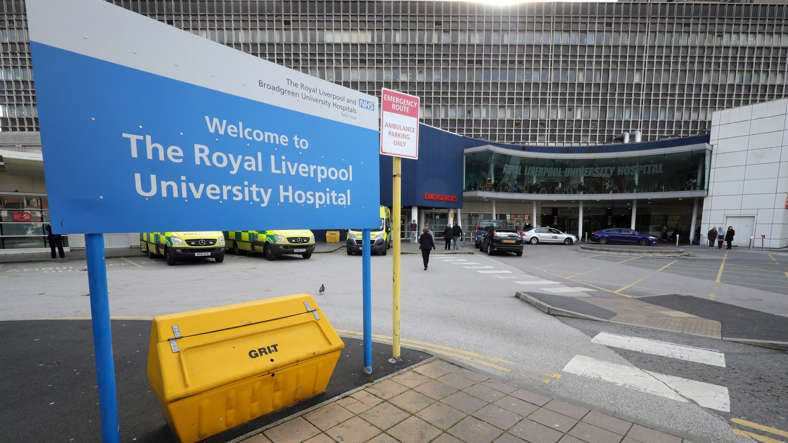 Ministers bail out £335m Liverpool hospital after Carillion collapse