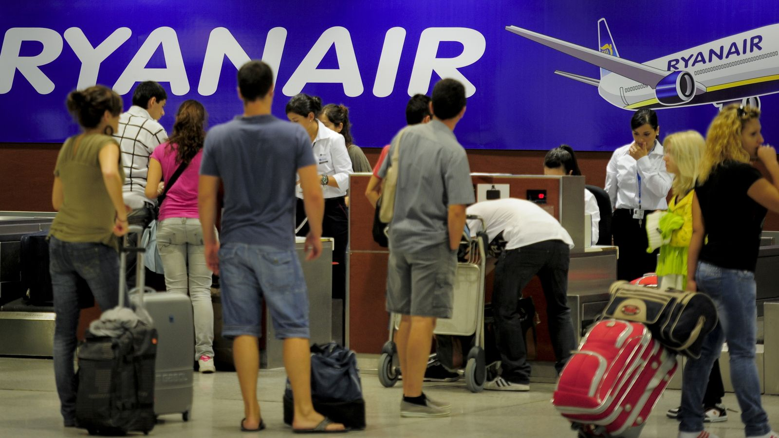 Italy challenges Ryanair charge on 'essential' hand luggage