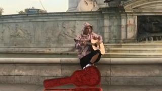 Justin Bieber surprised onlookers by busking outside Buckingham Palace, with his rumoured fiancee Hailey Baldwin watching.
