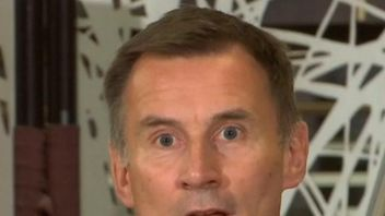 Jeremy Hunt displays his linguistic skills by talking Japanese in Tokyo