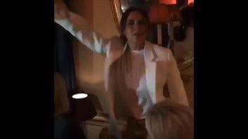 Victoria Beckham dances to 'Spice up your life'