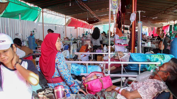 Victims of 19 August earthquake are treated in hospital in Mataram on Lombok
