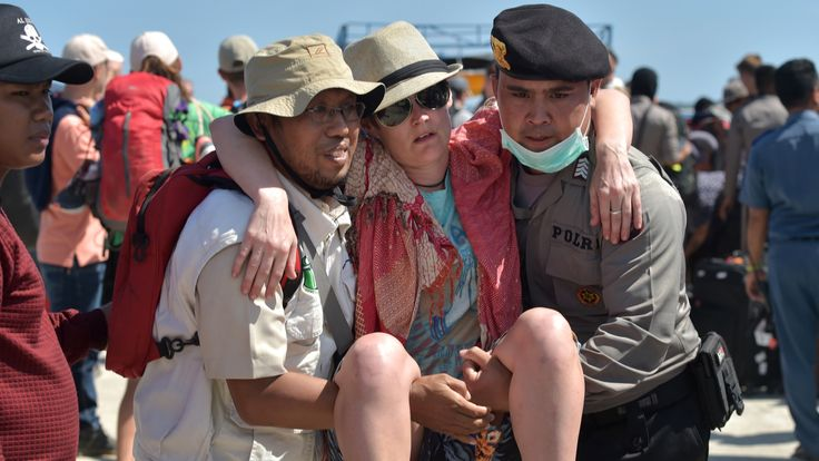 Tourist evacuated after earthquake on Lombok on 5 August