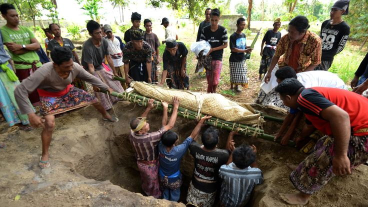 A victim from the 6.9 magnitude earthquake on 5 August is buried in northern Lombok