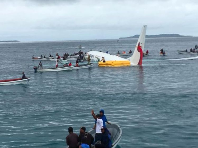 Volunteers in boats save passengers from Air Niugini Lagoon crash. Pic: James Yaingeluo via Storyful