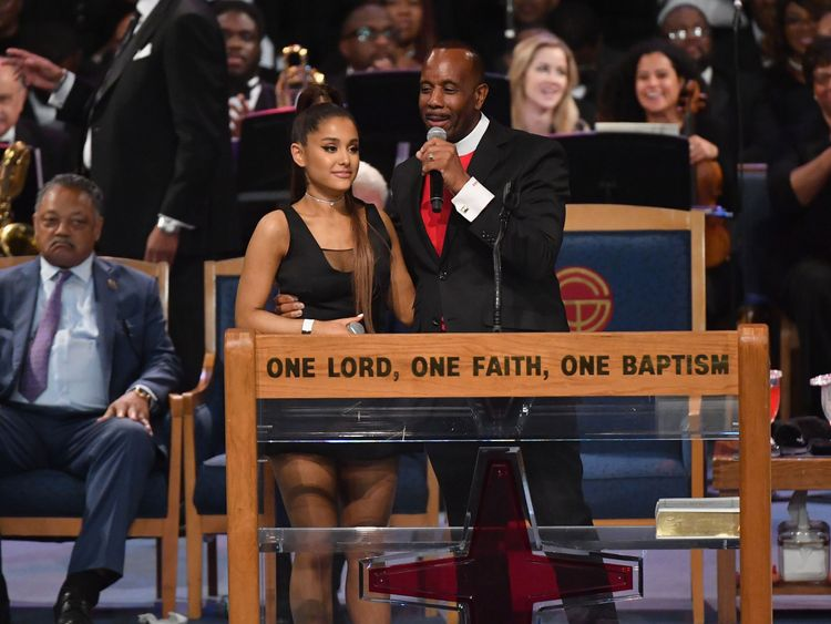 Aretha Franklin funeral: Bishop sorry for the way he held Ariana Grande