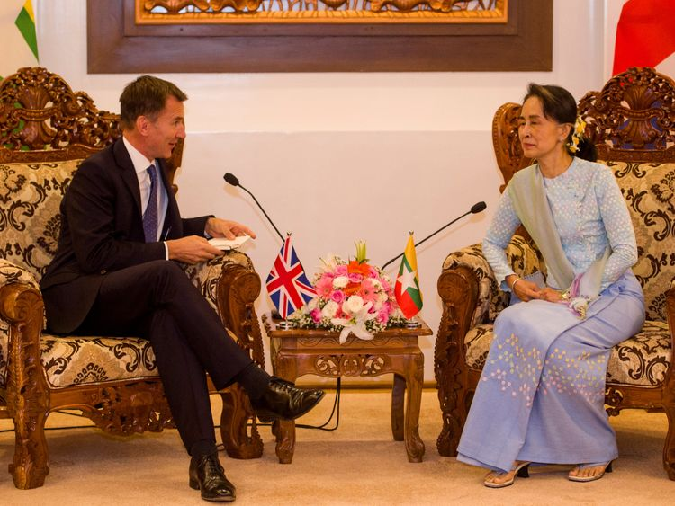 "Mr Hunt had a ""lively and frank"" discussion with Ms Suu Kyi"