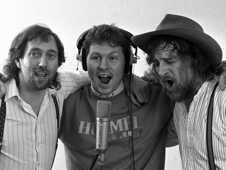 """Spur's Clive Allen (centre) gets vocal support in 1987 from Spur's fan Chas (right) and Dave during the recording of the team's new single """"Hot Shot Tottenham"""""""