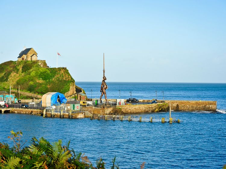 Damien Hirst loaned a statue to Ilfracombe