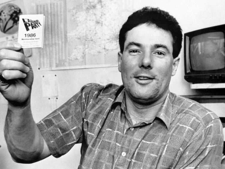 Derek Hatton in 1986 displaying his Labour membership card after being expelled