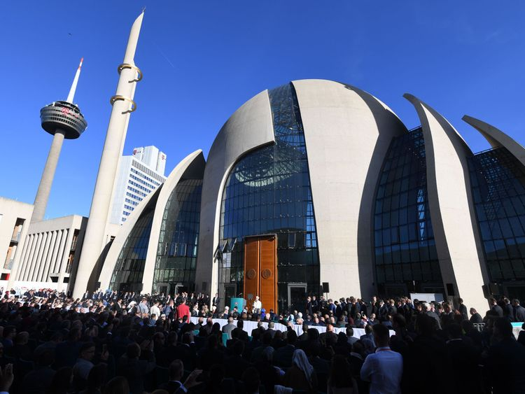 Erdogan has opened in Cologne, the largest mosque
