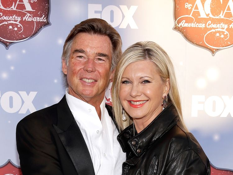 Olivia Newton-John uses cannabis in third cancer fight