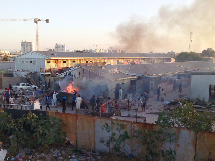 400 prisoners escape amid violence in Libya