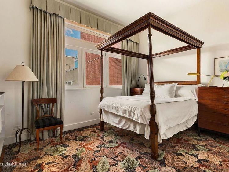 meryl streep lists NY mansion https://www.elliman.com/