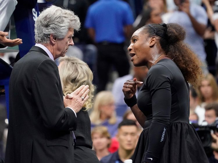 Serena Williams talks fashion, not fouls at Las Vegas event