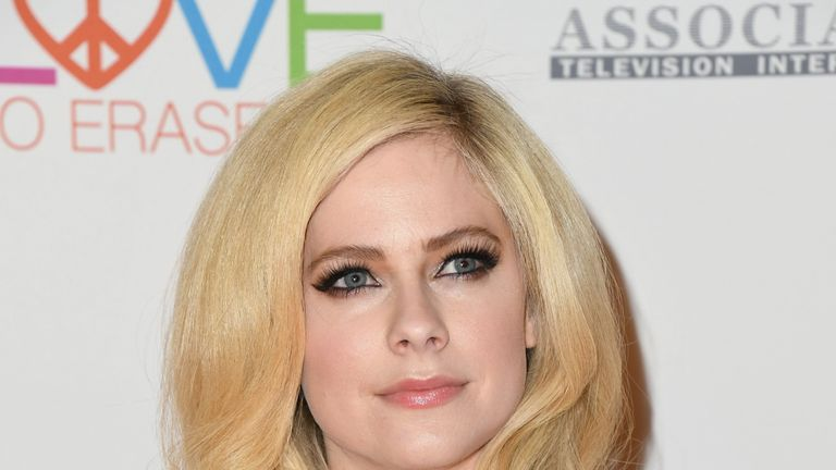Avril Lavigne has announced she will be returning to music after suffering Lyme disease