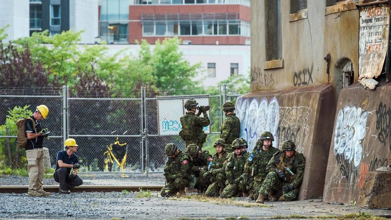 The technology flags dangers to soldiers as sensors rapidly analysed a mock urban battlefield