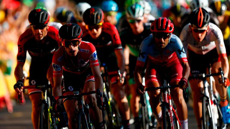 Mitchelton-Scott's British cyclist Simon Philip Yates (2L) rides during the 21th stage of the 73rd edition of 'La Vuelta' Tour of Spain cycling race, 100,9 km race from Alcorcon to Madrid on September 16, 2018. (Photo by BENJAMIN CREMEL / AFP) (Photo credit should read BENJAMIN CREMEL/AFP/Getty Images)