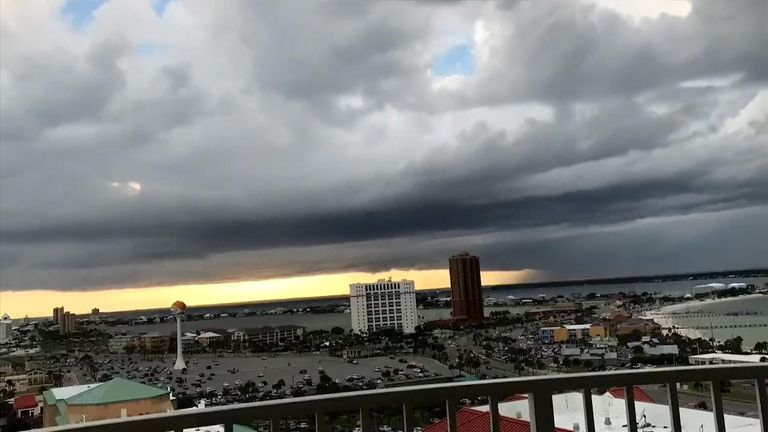 Dramatic video of storm clouds rapidly descending over Pensacola Bay in South Florida