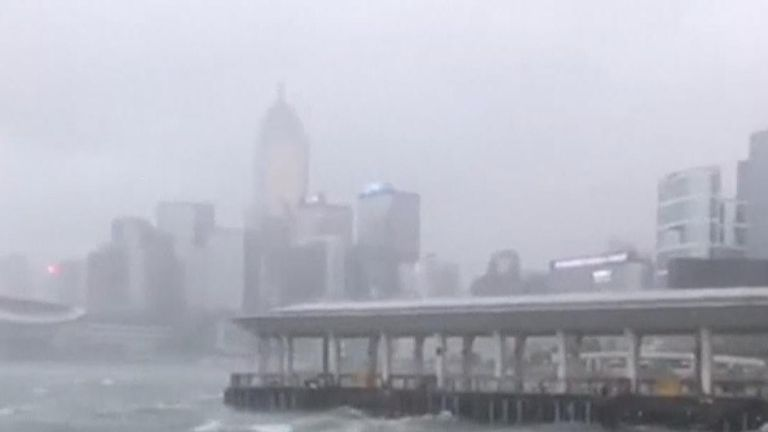 Thypoon Mangkhut hits Hong Kong
