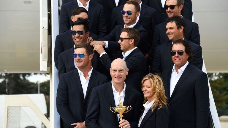 US team captain Jim Furyk (FRONT) and his wife Tabitha hold the Ryder Cup as they pose with teammates after their arrival at Roissy-Charles de Gaulle airport north of Paris on September 24, 2018, ahead of the 42nd Ryder Cup at Le Golf National Course. (Photo by FRANCK FIFE / AFP)        (Photo credit should read FRANCK FIFE/AFP/Getty Images)