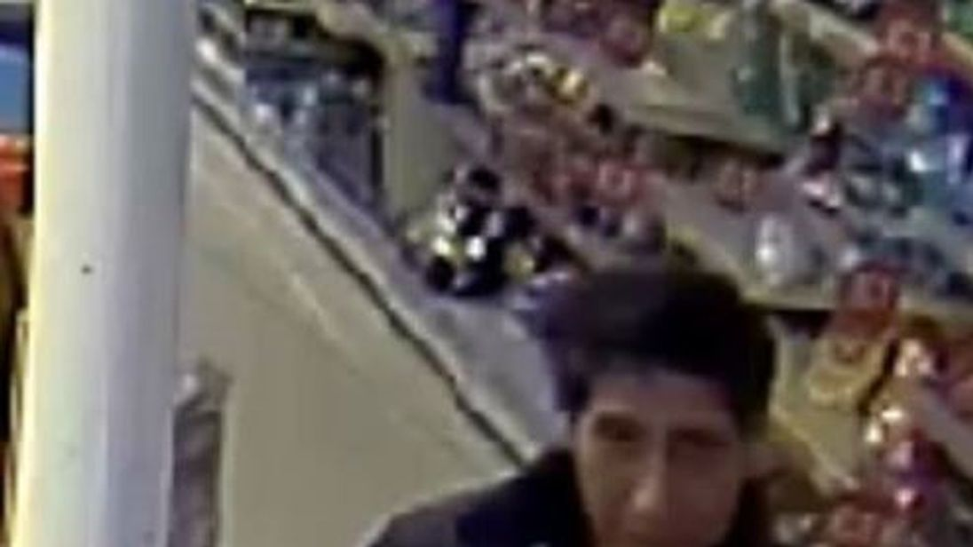 Friend or foe? Police hunt 'Ross lookalike' over theft