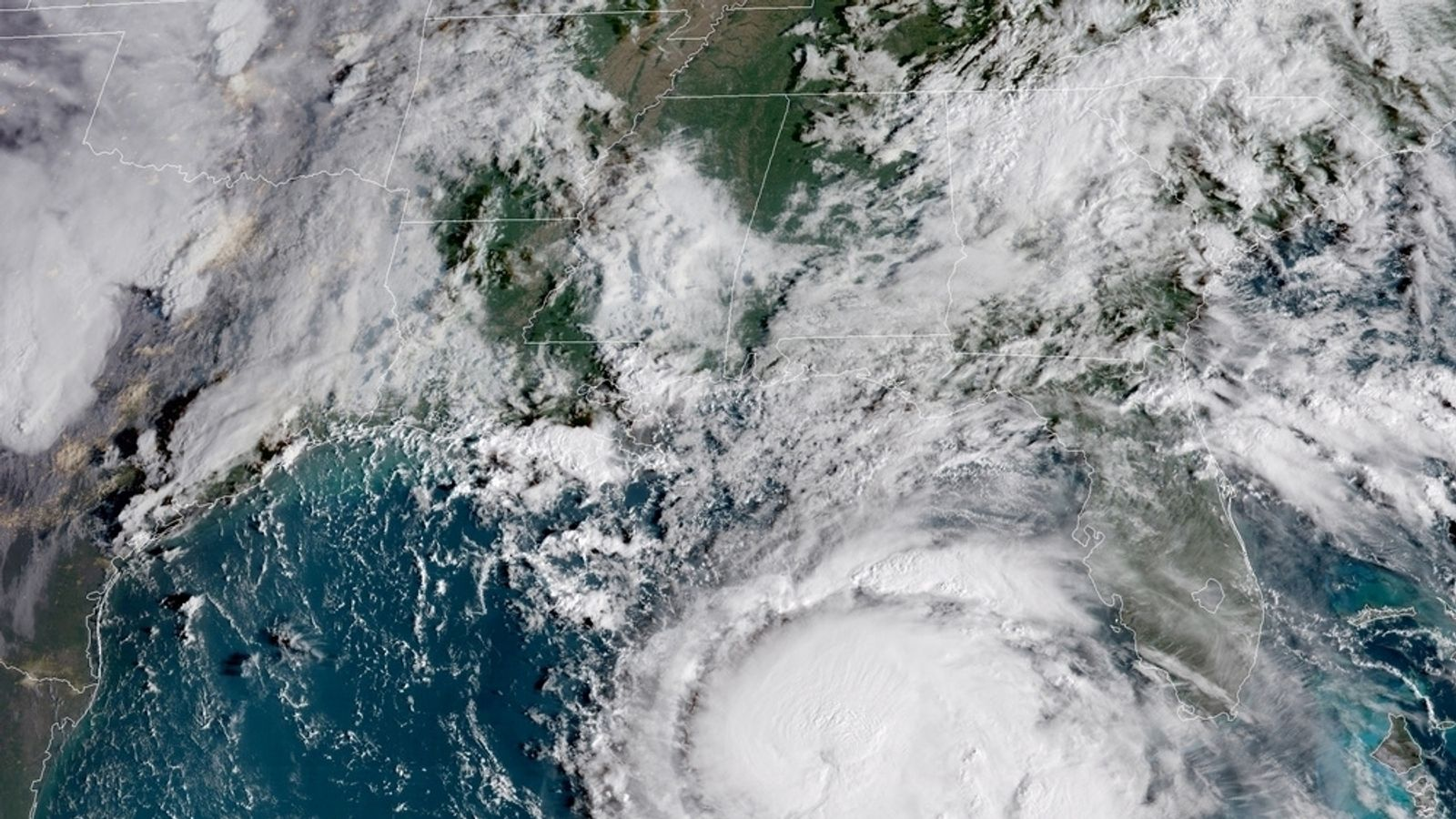 Hurricane Michael strengthens as thousands flee