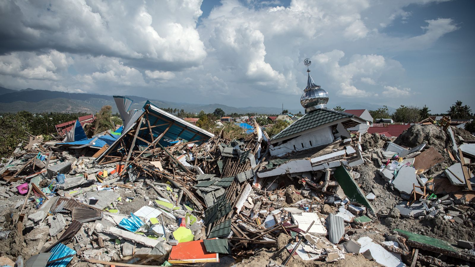 Lootings Prison Breaks And Is Aid Route To Tsunami Zone