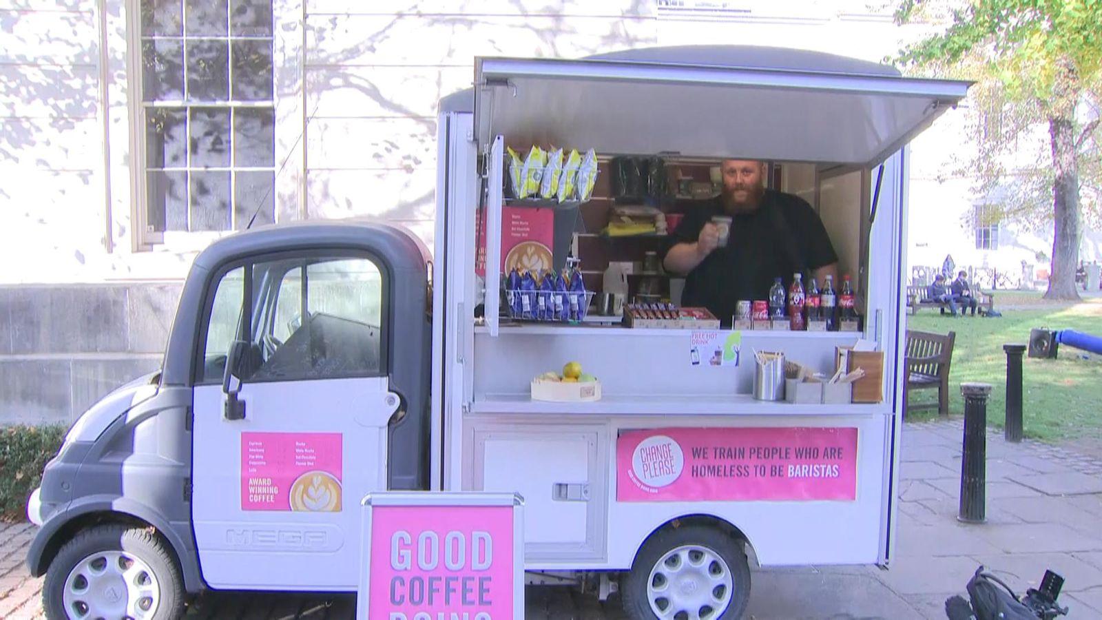 如何购买咖啡有助于让无家可归的人离开街头
