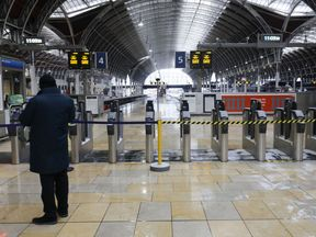 Paddington has been closed this morning after damage to the electric wires