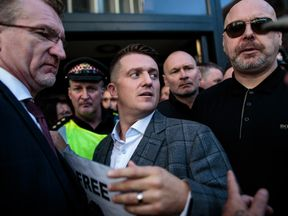LONDON, ENGLAND - SEPTEMBER 27: Far-right figurehead Tommy Robinson, real name Stephen Yaxley-Lennon greets supporters outside the Old Bailey after his case was adjourned on September 27, 2018 in London, England. The Former English Defence League leader and British National Party member is facing a re-trial on charges of contempt. (Photo by Jack Taylor/Getty Images)