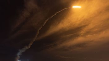 n Ariane 5 lights up the sky as it lifts off from its launchpad in Kourou, at the European Space Center in French Guiana, on October 19, 2018. - The European Space Agency's (ESA) first mission to Mercury blasts off with a trio of craft heading to the planet closest to the Sun. The mission, named BepiColombo, is a joint mission of the ESA and Japan. BepiColombo is set to approach Mercury in December 2025, the mission will last until May 2027. (Photo by jody amiet / AFP) (Photo credit should read