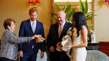 Australia's Governor General Peter Cosgrove and wife Lynne give a toy kagaroo to the parents-to-be
