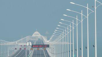 The bridge is 55km long