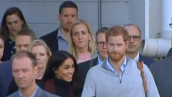 Meghan and Harry leaving the airport in Sydney