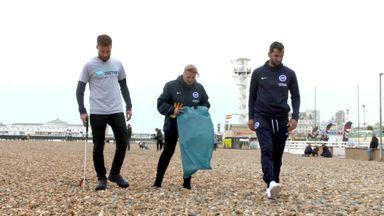 Brighton go on beach clean