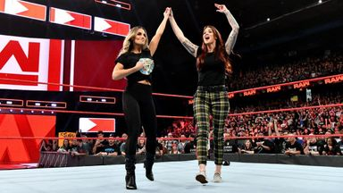 Stratus & Lita team up on Raw!