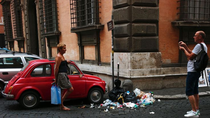 Rome's uncollected garbage piles up