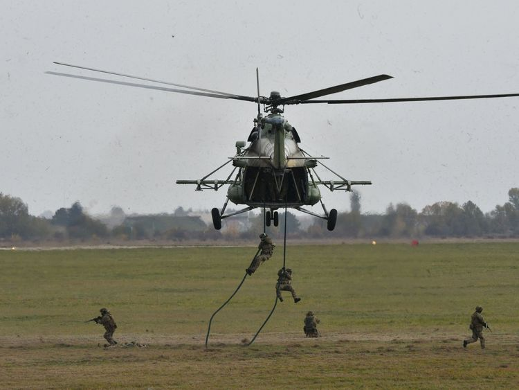 Ukrainian troops and an Mi-8 helicopter in drills as part of the Clear Sky exercises with NATO