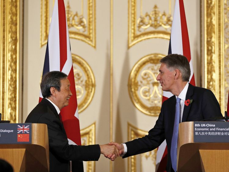 British Chancellor of the Exchequer Philip Hammond (R) and Chinese Vice Premier Ma Kai host shakes hands following a joint press conference where they announced a financial services cooperation between the UK and China, during the 8th UK-China Economic and Financial Dialogue (EFD), at Lancaster House in central London on November 10, 2016. / AFP PHOTO / POOL / ADRIAN DENNIS