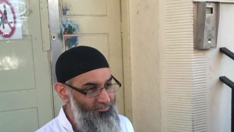 previHate preacher Anjem Choudary has arrived at a probation hostel in north London following his release from prison.ew image