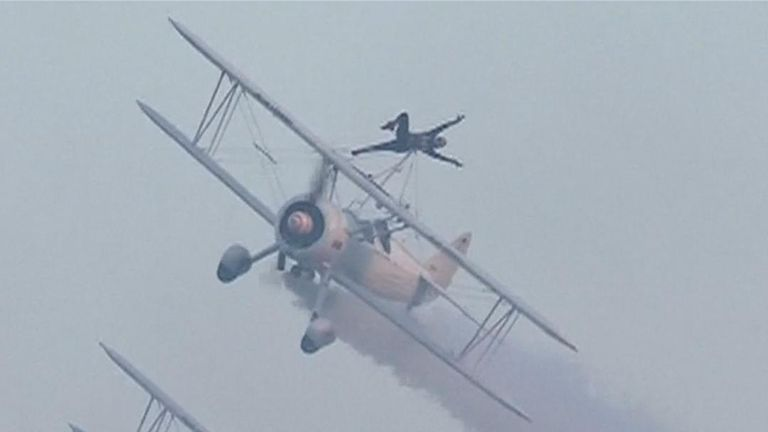 Two British women 'skywalk' in aerobatic display in China
