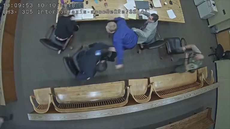 Man lunges for officer's gun in courtroom
