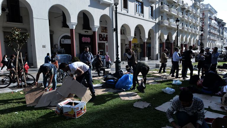The migrants cleaned up the square before leaving for the refugee camp