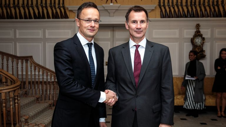 British Foreign Secretary Jeremy Hunt (R) and Hungarian foreign minister Peter Szijjarto
