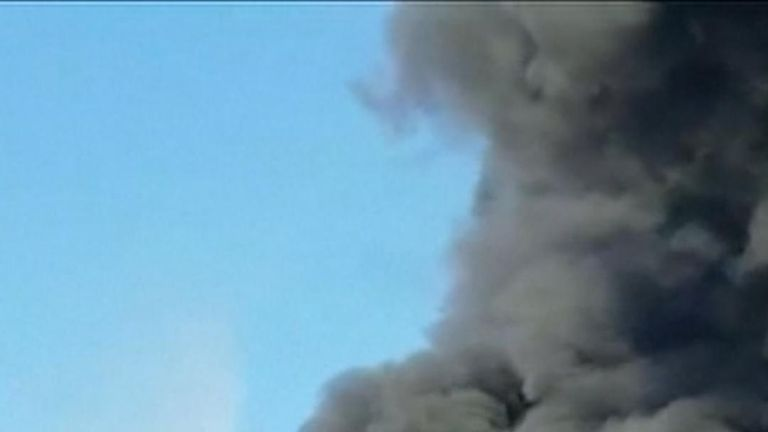 Huge plume billows up from oil fire in South Korea