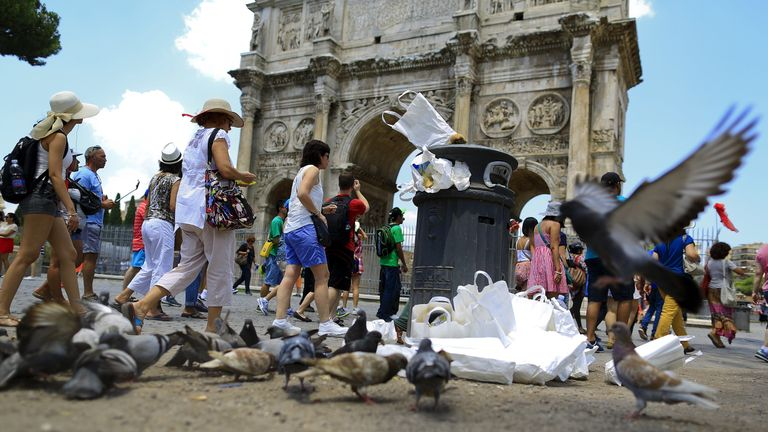 Garbage at the Arch of Constantine