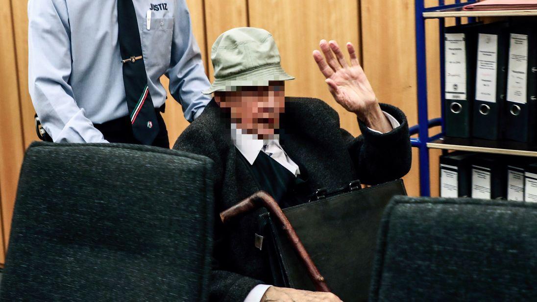 Nazi guard Johann Rehbogen denies role in concentration camp murders
