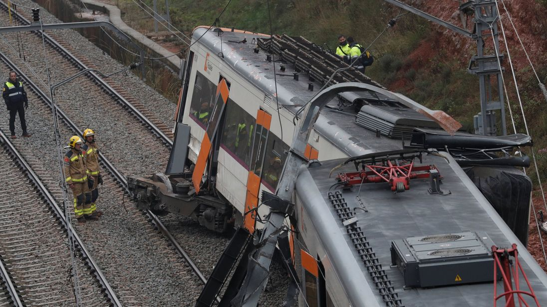 Commuter train derails killing at least one and several others near Barcelona